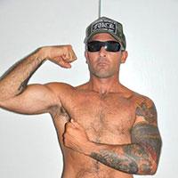 Mec tatoué cherche potes gays