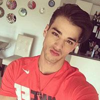 parisien gay selfie actif passif