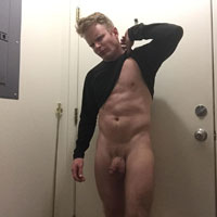 blond baraqué sexy nu gay
