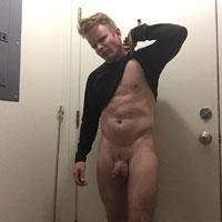 blond baraqué sexy nu gay